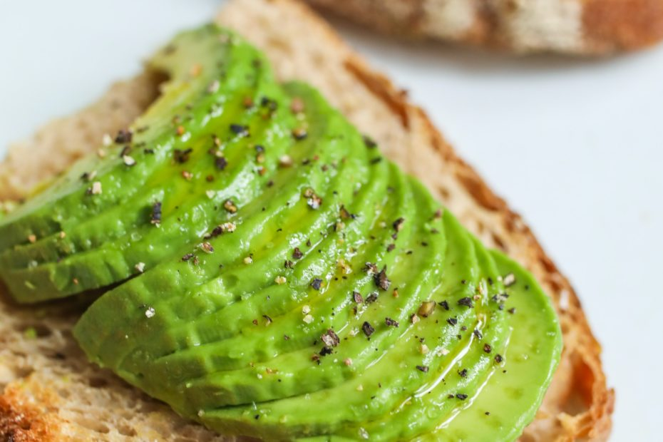 close-up-photo-of-sliced-bread-with-avocado-3872374